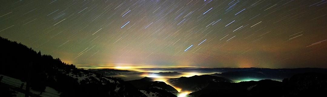 The horizon under a field of stars
